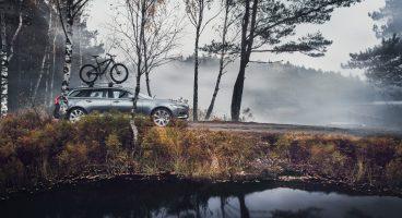 Carrinha V90 com uma bicicleta no tejadilho